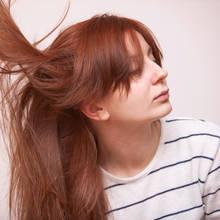 Jak sobie poradzić z plączącymi się włosami?