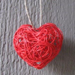 Walentynkowe serce ze sznurka – jak je zrobić?