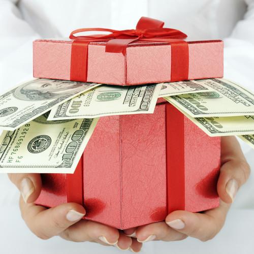Jak podarować pieniądze na ślub lub osiemnastkę?