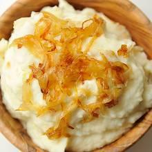 Jak przyrządzić smaczne piure z cebulą i serem?