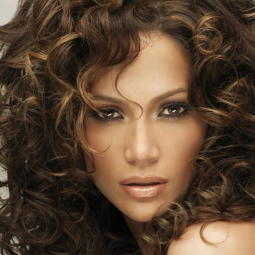 Jak poprawnie pielęgnować kręcone włosy?