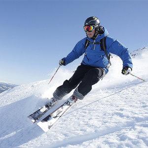 Narty czy snowboard – co warto wybrać?