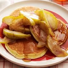 Jak przyrządzić naleśniki z karmelizowanymi jabłkami?