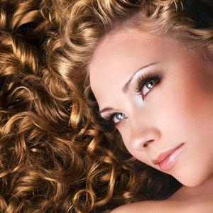 Jak dbać o włosy po trwałej?