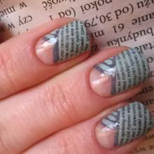 Jak ozdobić paznokcie wzorem gazety?