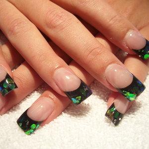 Jak poprawnie zdjąć tipsy z paznokci?