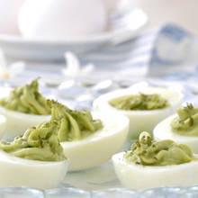 Smaczne jajka faszerowane awokado