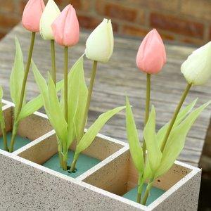 Prezent na Dzień Kobiet – drewniany tulipan