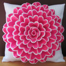 Jak ciekawie ozdobić poduszkę kwiatami z filcu?
