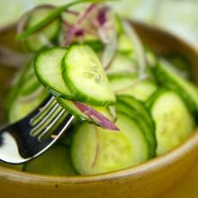 Jak zrobić smaczną i zdrową sałatkę ogórkową?