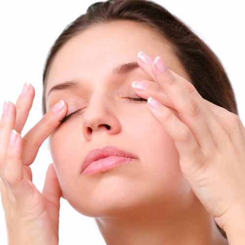 Skuteczny sposób rozjaśnienia zmęczonych oczu