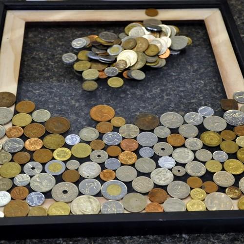 Jak przygotować ciekawą ramkę z monetami?