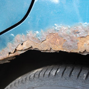 Jak pozbyć się rdzy z samochodu?