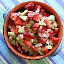 Jak zrobić dobrą salsę truskawkowo-awokadową?