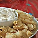 Jak przygotować chipsy z domowym dipem z cebuli?
