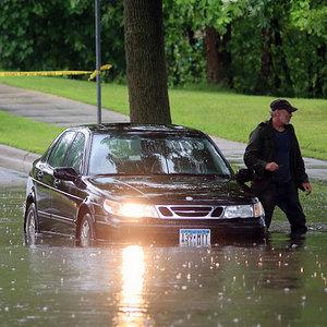 Czym grozi zalanie samochodu?