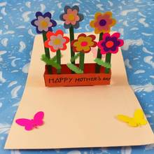 Kartka dla mamy z wyciętym kwiatem – jak ją zrobić?