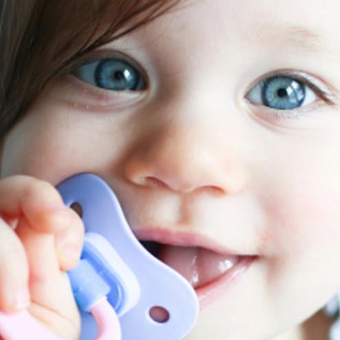 Jak poprawnie oduczyć dziecko ssania smoczka?