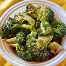 Brokuły z sosem indyjskim – jak je przygotować?