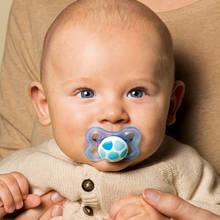 Jak poprawnie przyzwyczaić dziecko do smoczka?