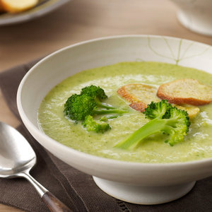 Jak przyrządzić pyszną zupę brokułową z białym winem?