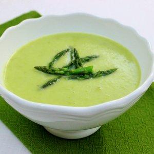 Ciekawa zupa-krem ze szparagów – jak ją przyrządzić?