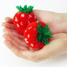 Jak zrobić pompon-truskawkę?