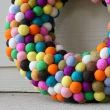 Jak wykonać dekoracyjne kulki filcowe?