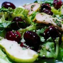 Sałatka z makaronem i winogronami – jak ją przyrządzić?