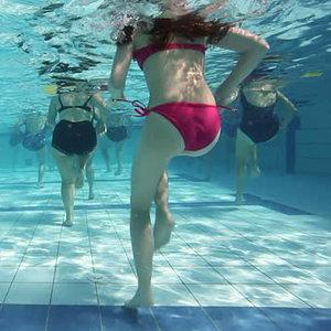 Jak trenować podczas pobytu na basenie?