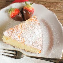 Prosty sposób przyrządzenia ciasta jogurtowego z truskawkami