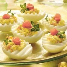 Pyszne jajka z żółtym serem – jak je przygotować?