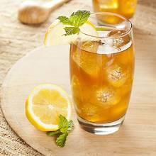 Orzeźwiająca mrożona herbata z cytryną – jak ją przygotować?