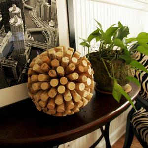 Jak zrobić dekoracyjną kulę z korków po winie?