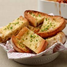 Jak łatwo przygotować chleb czosnkowy?