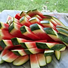 Właściwy sposób krojenia arbuza dla dziecka