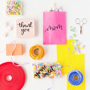 Jak ciekawie zapakować prezent dla mamy?