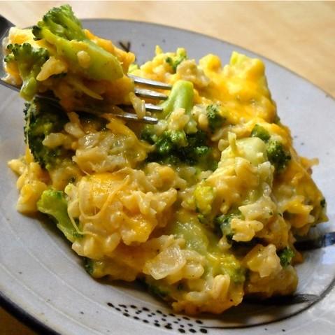 Jak zrobić szybką zapiekankę z ryżu i brokułów?