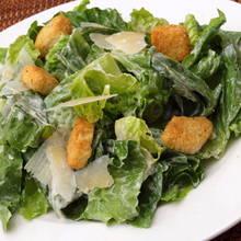 Jak zrobić dobry sos do sałatki Cezara?