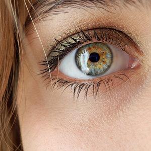 Jak wzbudzać zaufanie dzięki kontaktowi wzrokowemu?