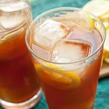 Jak zrobić doskonałą mrożoną herbatę z bazylią?