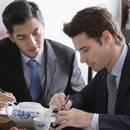 Jak przeprowadzić rozmowę biznesową podczas lunchu?