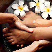 Jak przygotować kąpiel rozmarynową do stóp?
