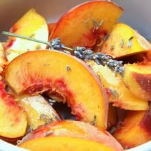 Pyszny deser lodowy z brzoskwiniami – jak go przyrządzić?