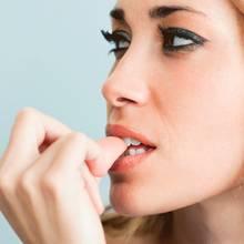 Jak poradzić sobie z obgryzaniem paznokci?