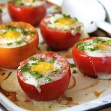 Doskonałe jajka w pomidorach – jak je przyrządzić?