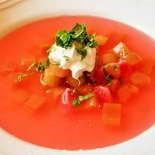 Jak przyrządzić smaczną zupę rabarbarową?