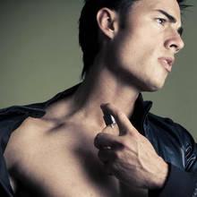 Jak przygotować męską wodę po goleniu?