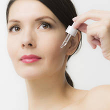 Podstawowe zasady nakładania serum na twarz