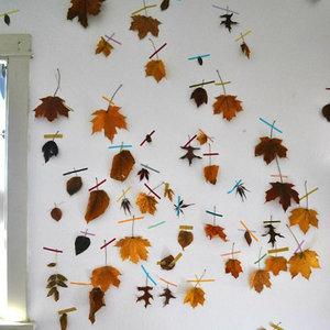 Jak zrobić ciekawą jesienną ozdobę – papierowe liście?